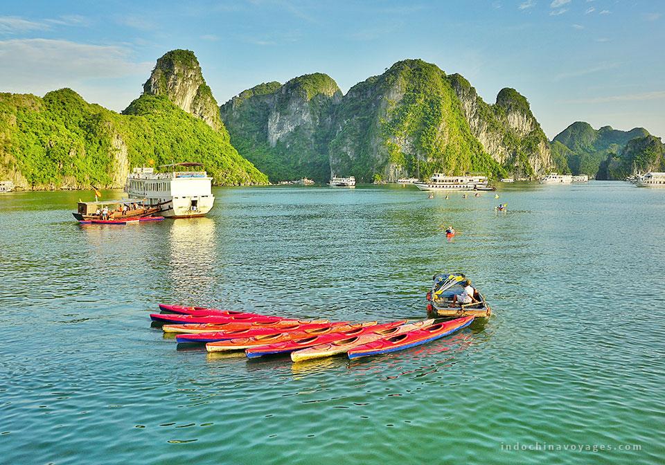Kayaking-in-Halong-Bay