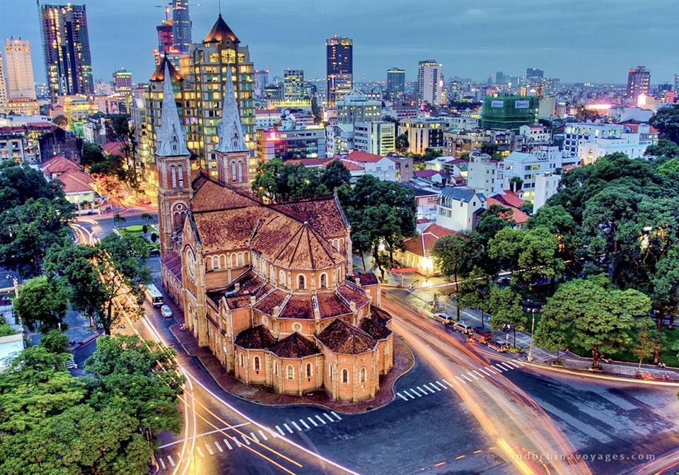 Explore-Saigon-vespa