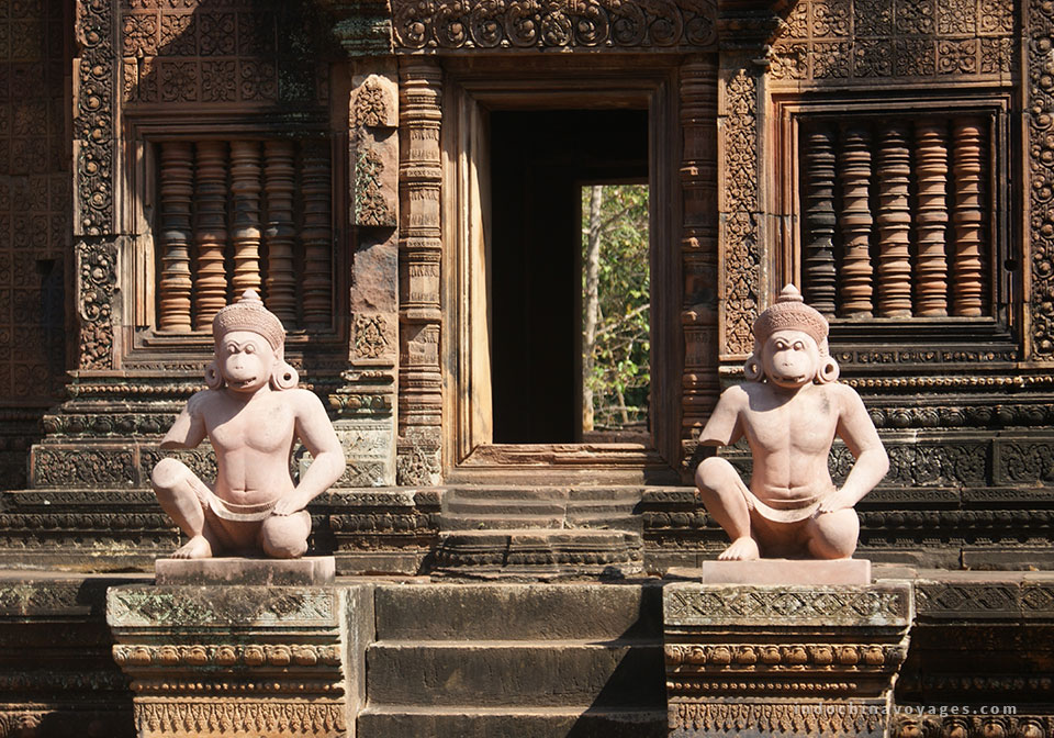 visit the beautiful Banteay Srei Temple