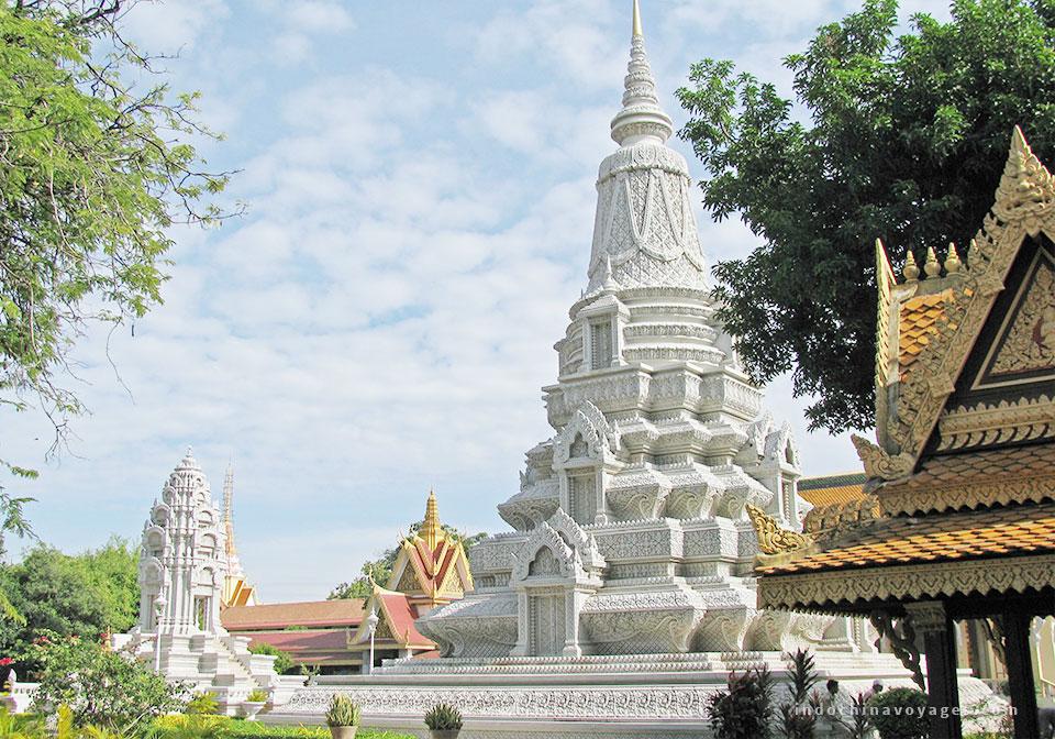 visit Royal Palace & Silver Pagoda