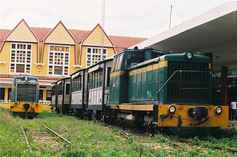 inside-dalat-railway-station