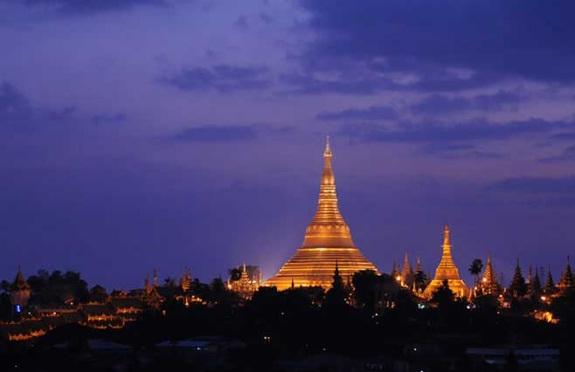 Shwedagon at night