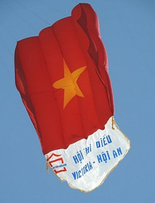 Kites reiterate Vietnam's sovereignty over Hoang Sa soar in Hoi An