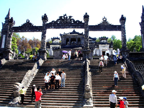 Hue visitor holidays