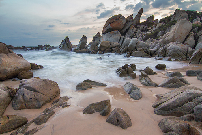 4 Beautiful Rock Formations Along Vietnam's Coast