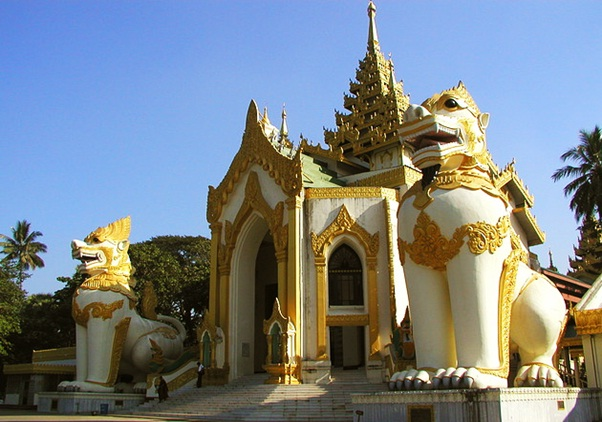 """Shwedagon, a gorgeous golden pagoda In Yangon """