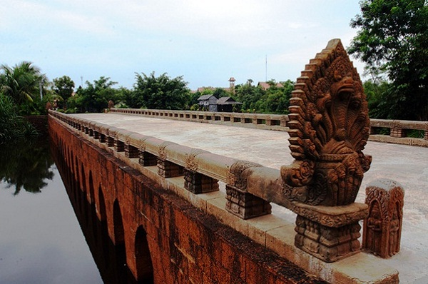 Kompong Kdei ancient bridge passing over 1000 years of its history