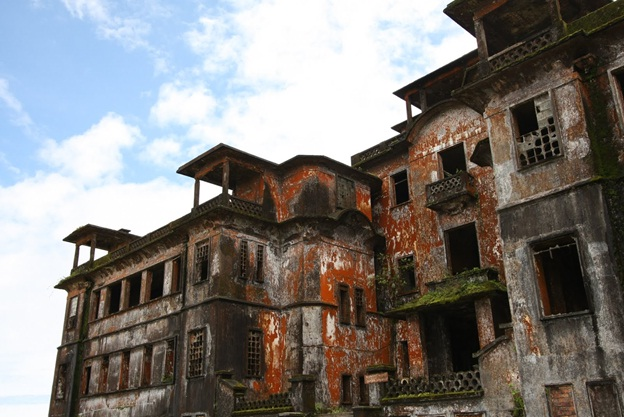 One side of Bokor Palace