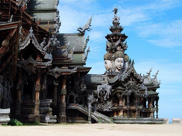 Spectacular architecture of Prasat Sajjatham