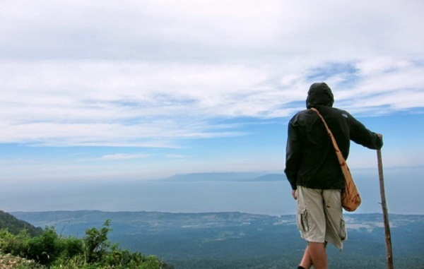Standing on top of the mountain, you can see the Phu Quoc Island