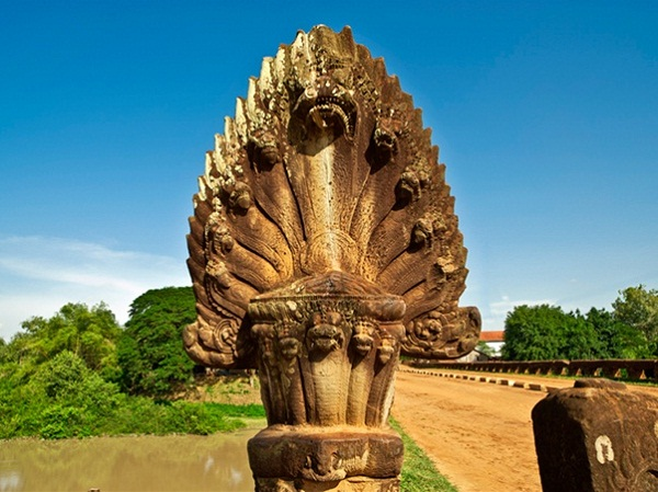 The balustrade of the bridge is formed the body of 9 – head Naga