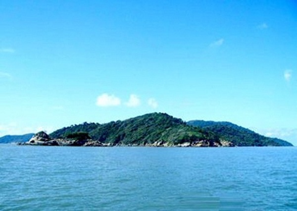 Full view of Hon Khoai island