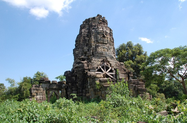 The main Temple at Banteay Chhmar surrounded by 9 satellite temples in the nearby.