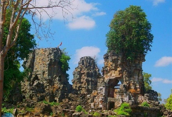 The remaining ruined satellite temples at Prasat Banteay Chhmar