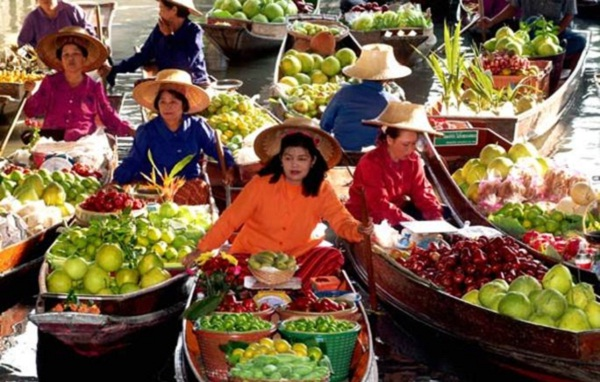 The river market is specially well-known for diversity of fruit.
