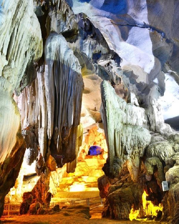 The sandbank in Phong Nha Cave