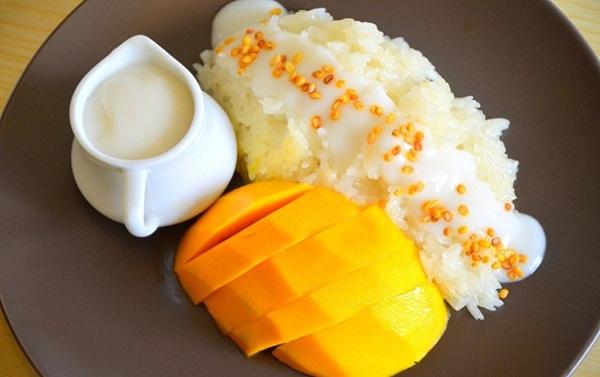 Thai Sweet Sticky Rice with Mango - a delicious Thai dessert