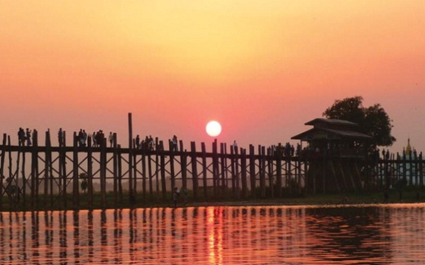 U Bein Bridge - the world's longest teak bridge which spans Taungthaman Lake
