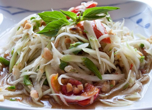The hot and delicious Papaya Salad