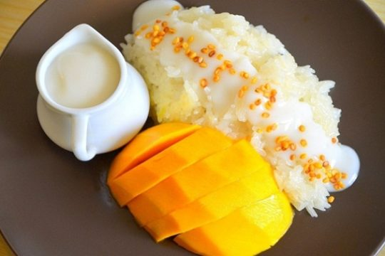 Sticky rice with mango – a must-try dessert in Thailand
