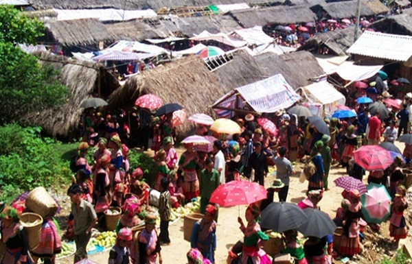 Local markets in Sapa are always crowded and joyful