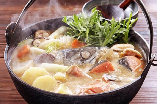 A steaming salmon hot pot – the best choice for a cold day in Sapa