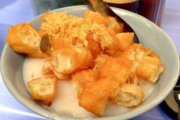 Cháo sườn – one of the most popular breakfast dishes in Hanoi