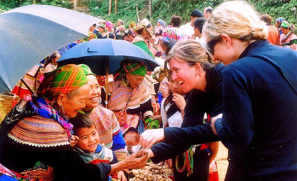 Happy Sapa's people with their lovely handmade crafts