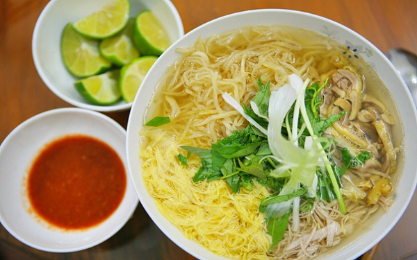 Bun thang (Hot rice noodle soup) - an elegant gift of Hanoi cuisine