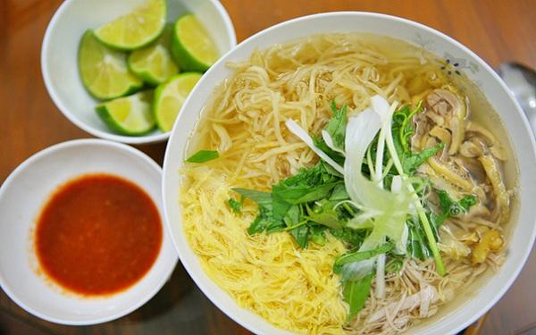 Bun thang (Hot rice noodle soup) - an elegant gift of Hanoi cuisine