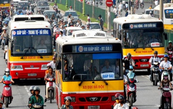 Bus – the cheapest vehicle in Hanoi