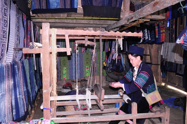 Fabric weaving - one of traditional handicrafts in Ban Pho village