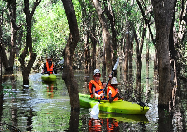 Unique kayaking tour in Cambodia