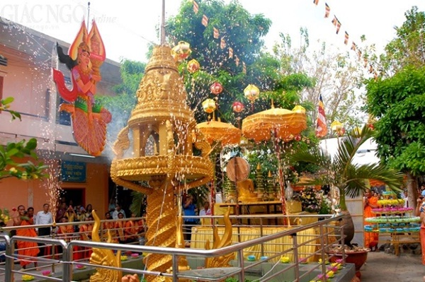 Chaul Chhnam Thmey is the name of the Cambodian holiday that celebrates the New Year