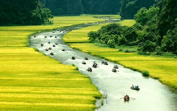 Adventurous travellers can continue to row 2km further to visit Tien Stream