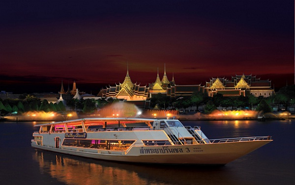 Cruising down the river you feel that the speed of life in Bangkok slows down