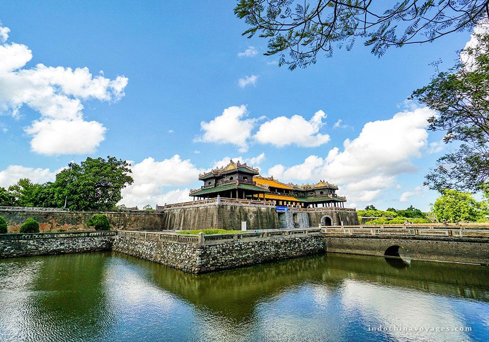 Travel-to-Hue-from-Hanoi