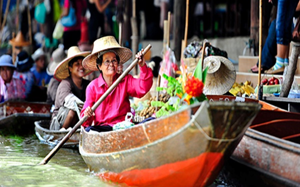 Old ladies selling their products on small wooden boats at Damnoen Saduak