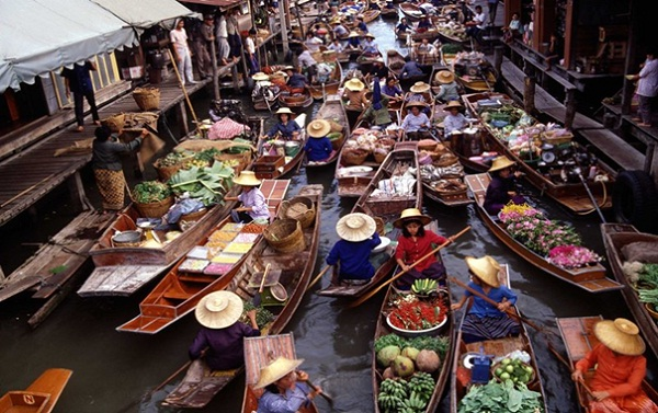 The floating market of Damnoen Saduak in Thailand