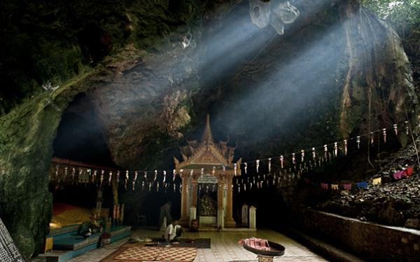 Killing Caves on Sampeau Hill, Battambang