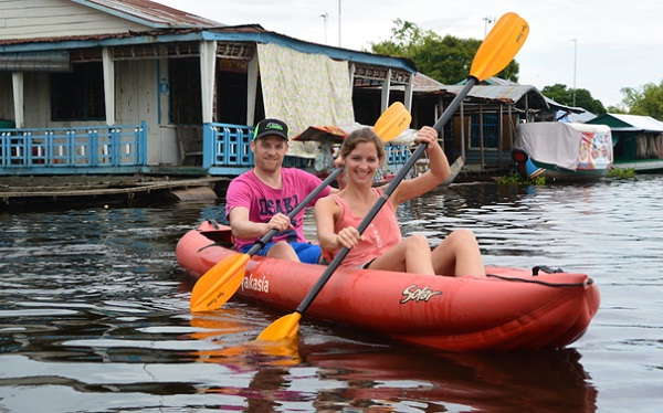 Travellers are discovering Ksach Poy floating village by kayak