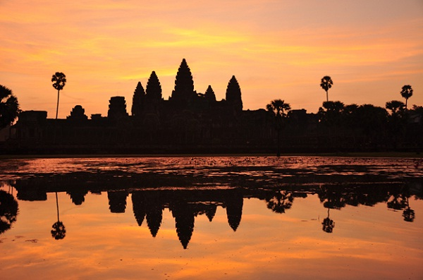 Angkor Wat in the sunset is a must-see scene in your life