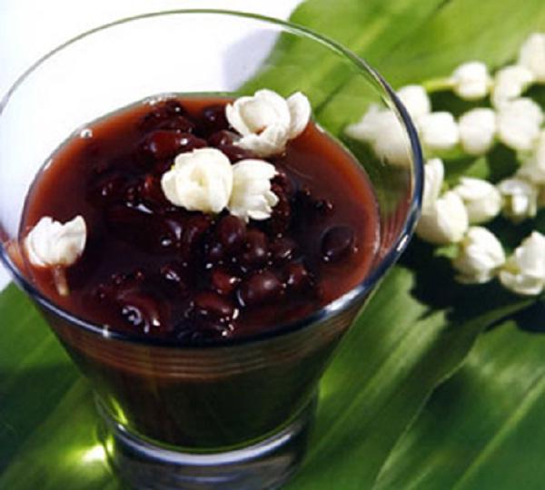Che dau den (Black turtle bean sweet soup)