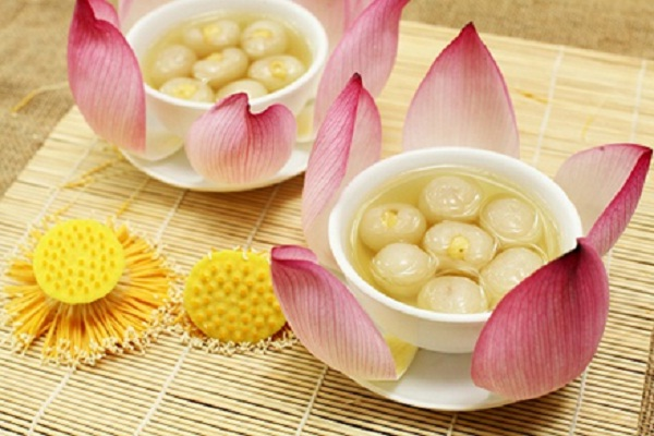 Che nhan boc hat sen (Lotus seed wrapped in logan sweet soup)