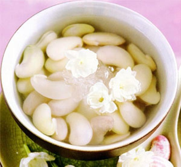 Che dau ngu (White kidney bean sweet soup)