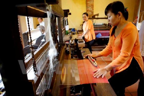 The artisans still use traditional weaving method