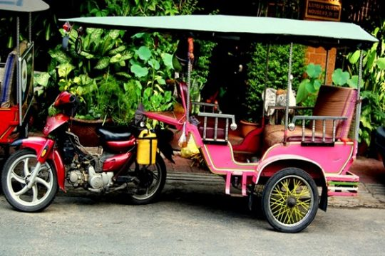 How to get on a tuk tuk and travel around Phnom Penh ina right way