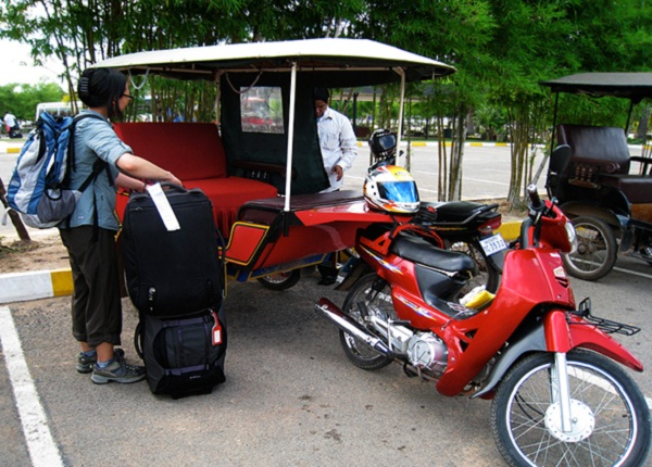 Tuk tuk, the best way to travel around Phnom Penh ...