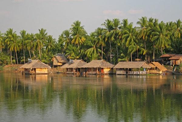 Quaint villages in Si Phan Don