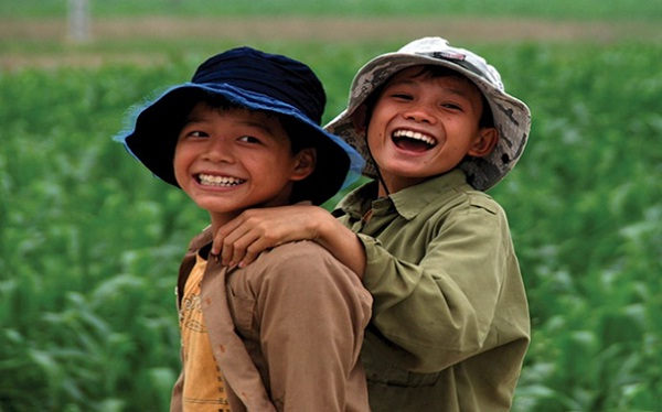 Friendly smiles of Cambodian kids